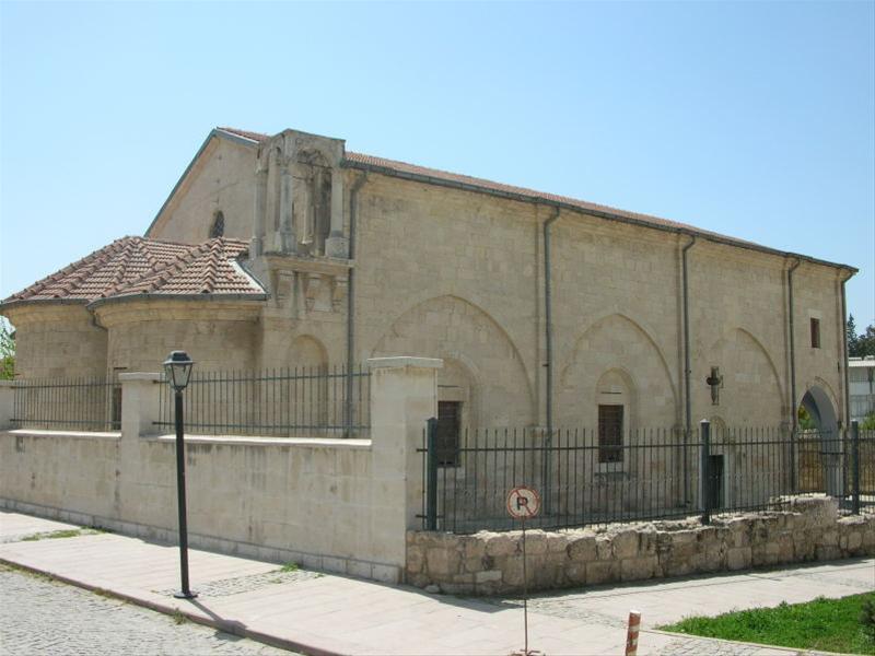 Une église du 18e siècle, dédié à l'Apôtre des nations.