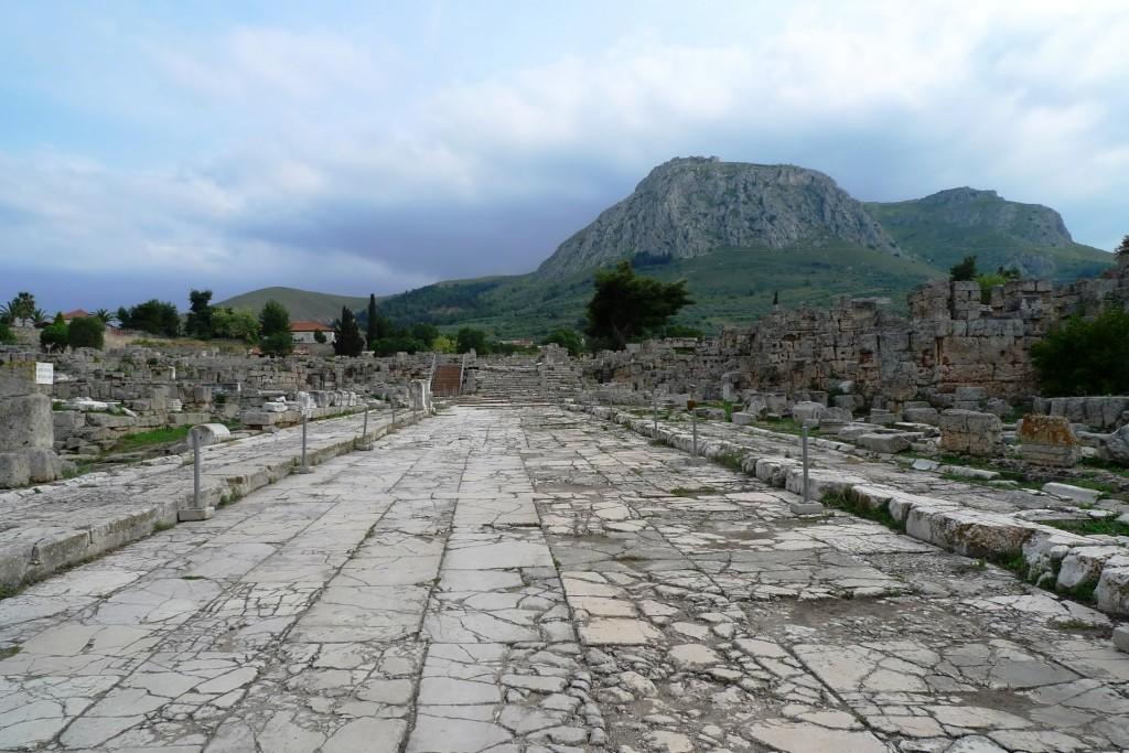 En entrant dans Corinthe