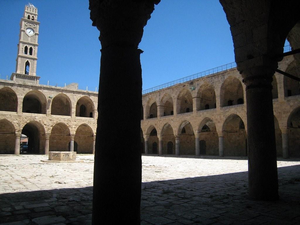 Le Khan Al-Umdan