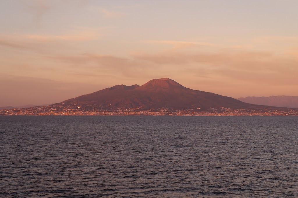 Baie de Naples : l'île de Capri et le Vésuve